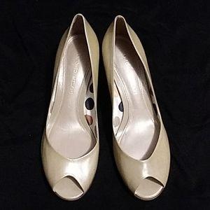 Antonio Melani Size 8M Cream Nude Heels Peep Toe